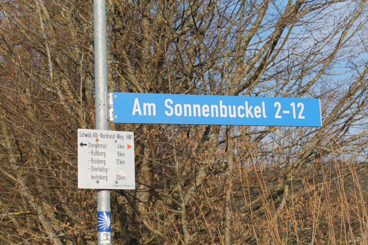Straßenschild Am Sonnenbuckel