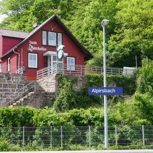 """Bahnhof und Vereinsheim """"Zum Bierkeller"""""""