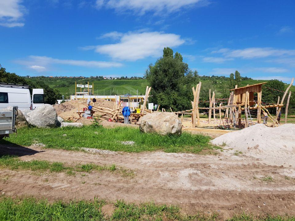 Baugrube des Spielplatzes Mettinger Wiesen