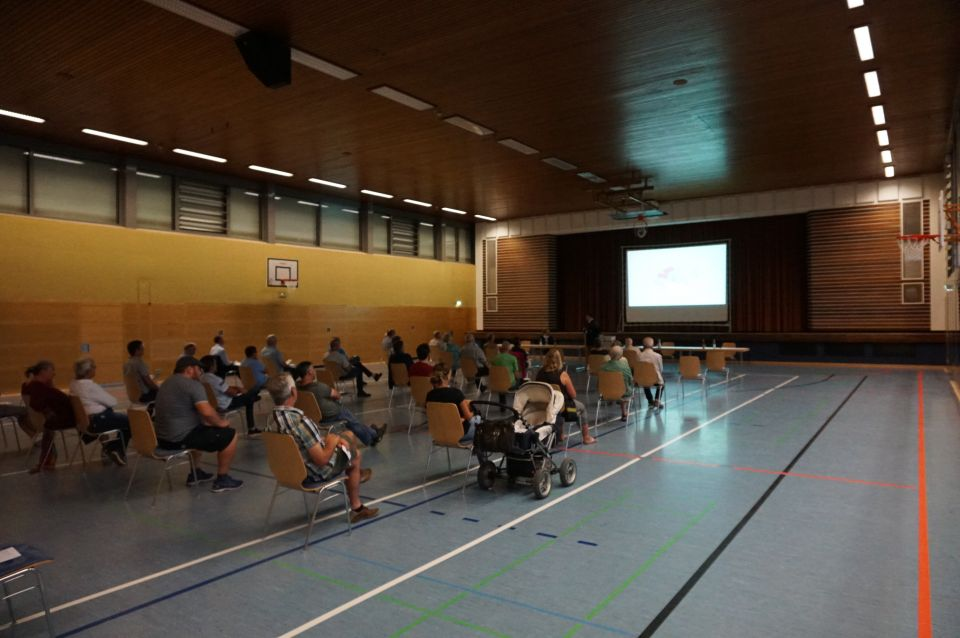 Informationsabend in Turnhalle
